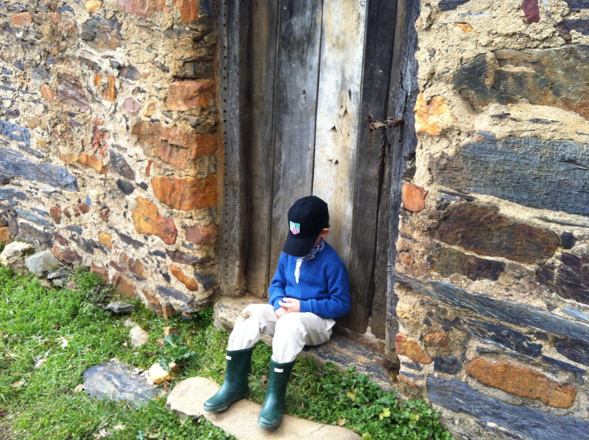La autoestima en la infancia. El niño tímido que no se relaciona.
